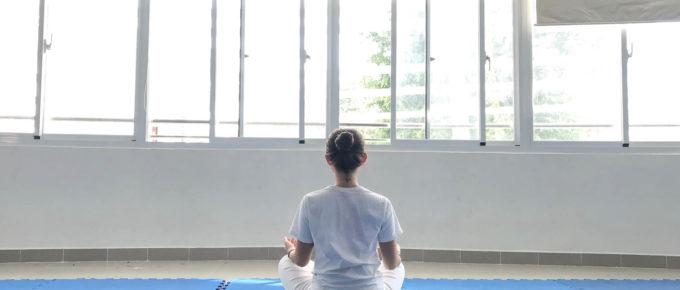 Hướng dẫn các bước đơn giản để ngồi tư thế hoa sen dễ dàng – Padmasana